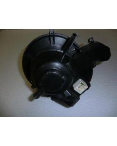 Lämmityslaitteen puhallinmoottori säätövastuksella