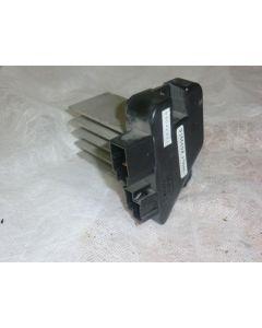 Lämmityslaitteen puhaltimen vastus (automaatti-ilmastointi)